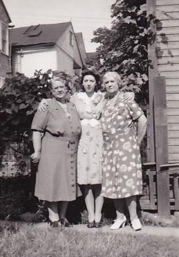 Emma, Mom, Liz 1943