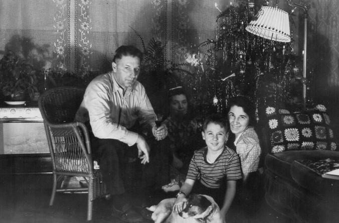 Russ and family Christmas 1940